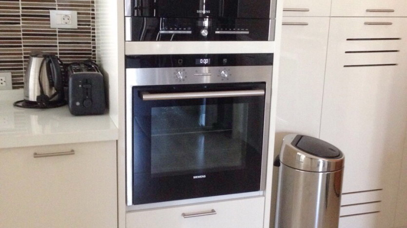 Luxury two bed for rent in Phrom Phong - Oven