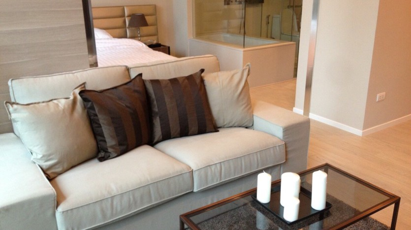 One bed for rent at Asoke - Sofa