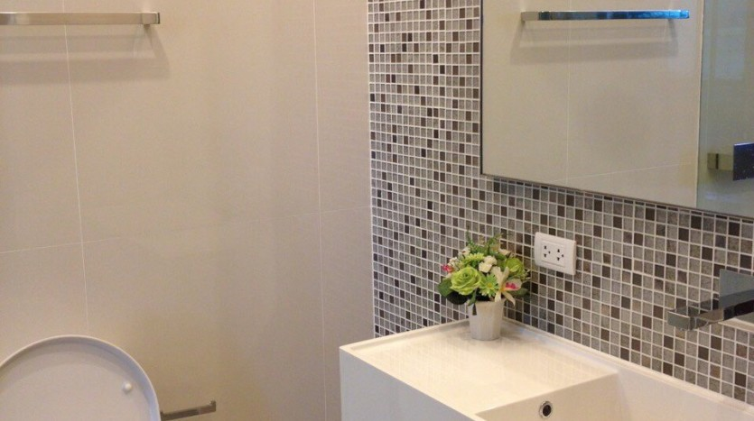 One bed for rent at Asoke - Bathroom