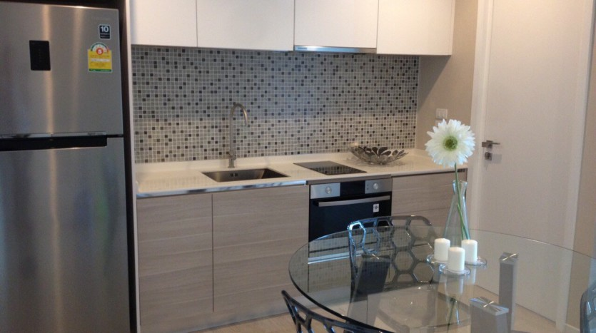 One bed for rent at Asoke - Kitchen