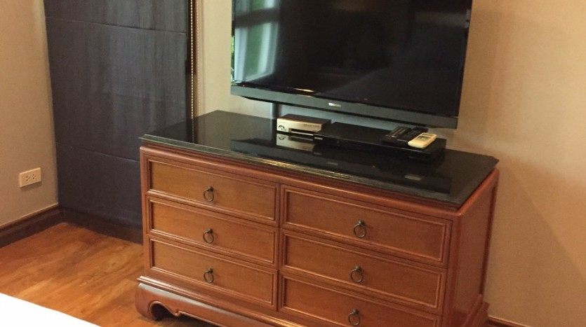 Two bed for rent at Phromphong - TV in 2nd bedrooom