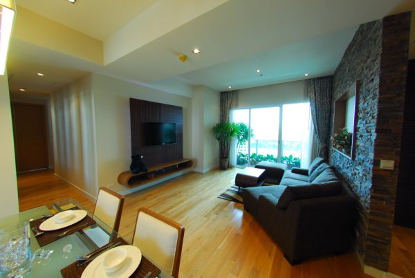 Three bedroom condo for rent in Asoke - Living room