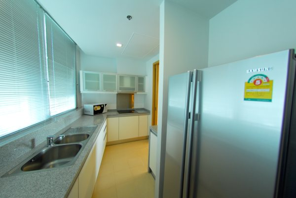 Three bedroom condo for rent in Asoke - Kitchen