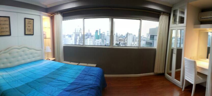 Two bedroom condo for rent in Asoke - Master bedroom view