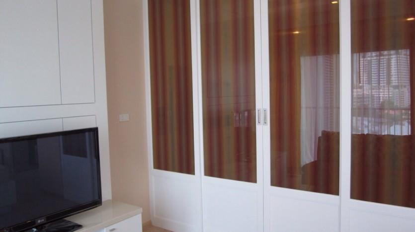 Studio for rent in Thong Lo - Sliding doors