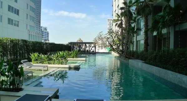 Two bed condo for rent in Thonglor - Swimming pool