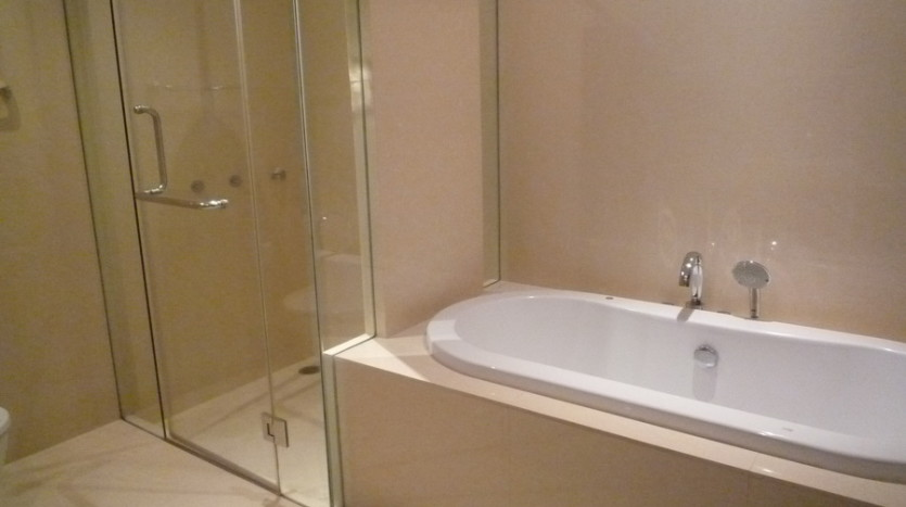 Two bedroom condo for rent in Phrom Phong - Bathroom