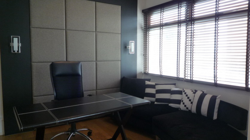 Two bedroom condo for rent in Phrom Phong - Desk