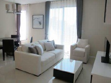 Two bed condo for rent at Asoke - Livingroom