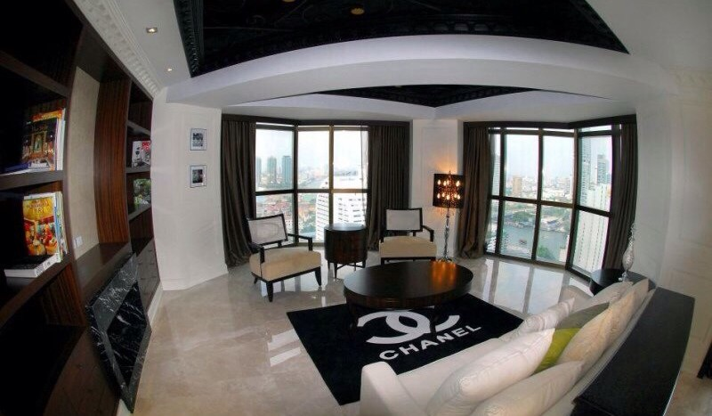 Luxury three bed unit at Silom for rent - Living room