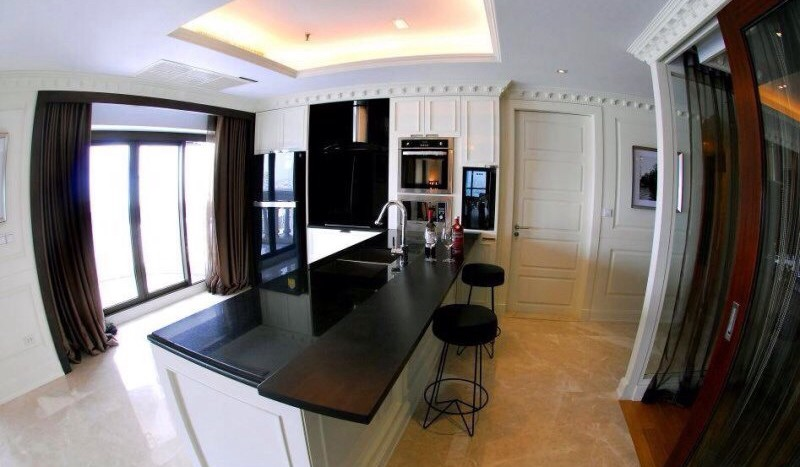 Luxury three bed unit at Silom for rent - Kitchen