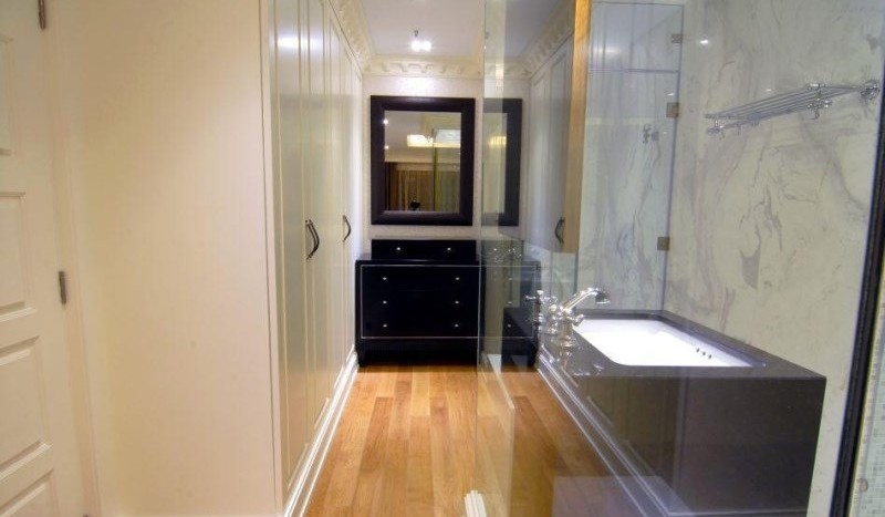 Luxury three bed unit at Silom for rent - Wardrobe