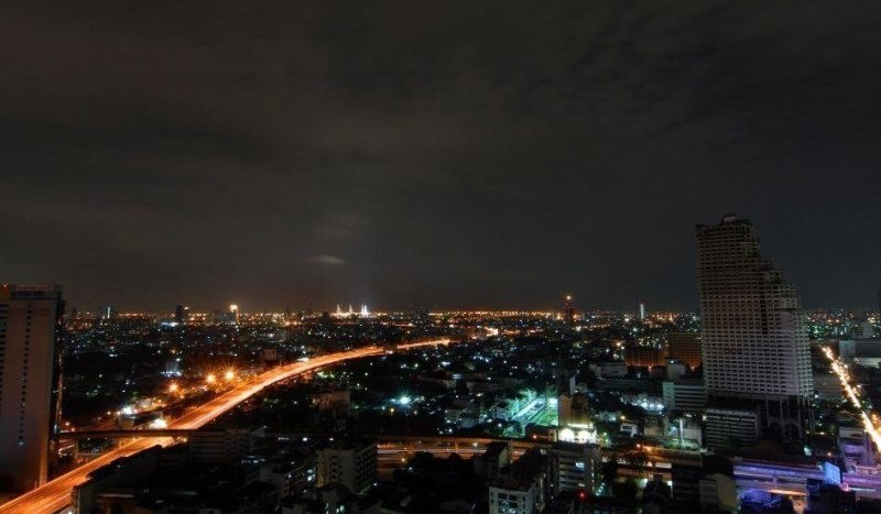 Luxury three bed unit at Silom for rent - City view