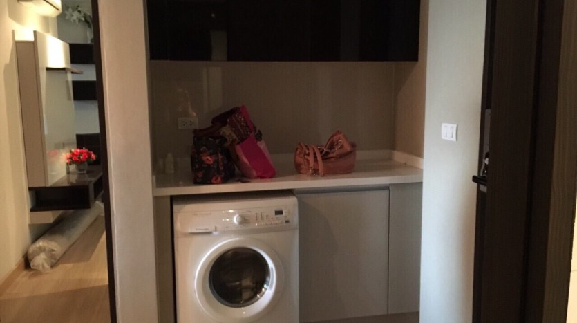 Two bedroom condo for rent in Ratchathewi - Washing Machine