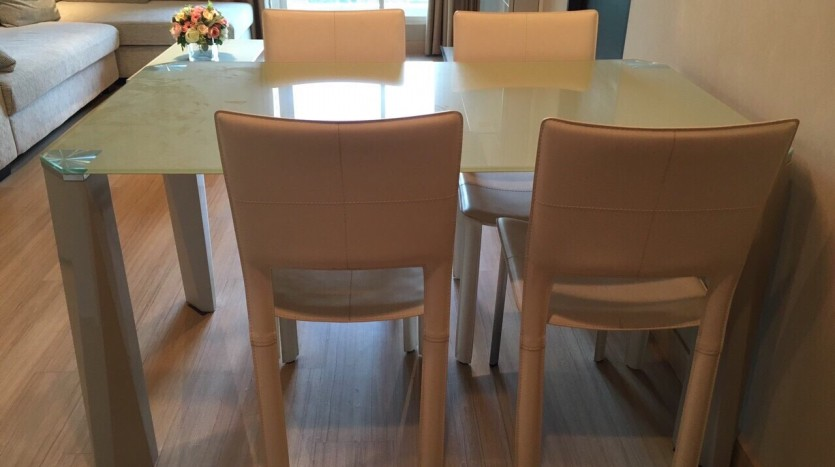 Two bedroom condo for rent in Ratchathewi - Dining Table