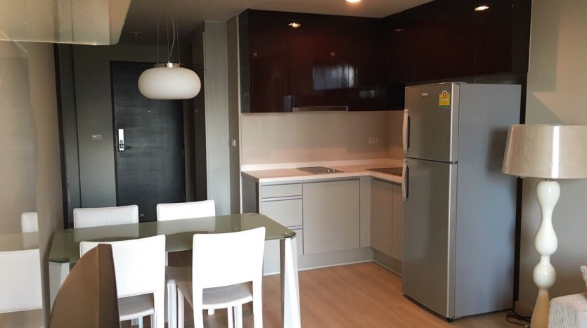 Two bedroom condo for rent in Ratchathewi - Kitchen