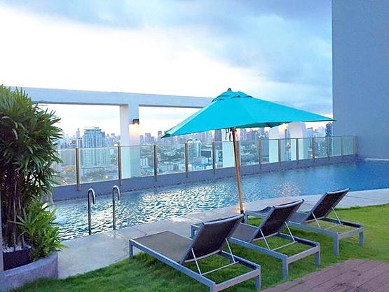 One bedroom condo for rent in Phrakanong - Pool