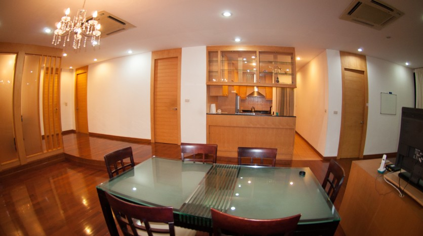 Three bedroom condo for rent in Phrom Phong - Dining table