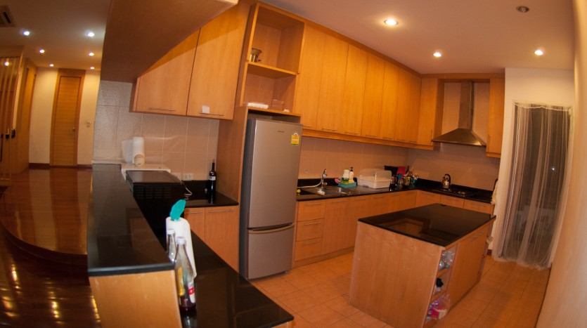 Three bedroom condo for rent in Phrom Phong - Kitchen two