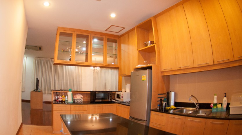 Three bedroom condo for rent in Phrom Phong - Kitchen