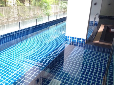 One bedroom condo for rent in Ekamai - Pool (1)