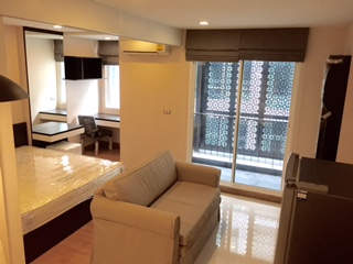 One bedroom condo for rent in Ekamai - Sofa