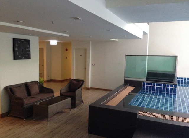 One bedroom condo for rent in Ekamai - Pool
