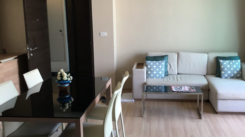 Two bedroom condo for rent in Ari - Dining/Living area