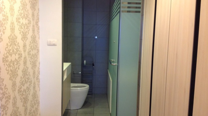 Two bedroom condo for rent in Ari - Bathroom