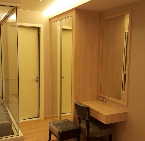 One bedroom condo for rent in Phrom Phong - Dressing table