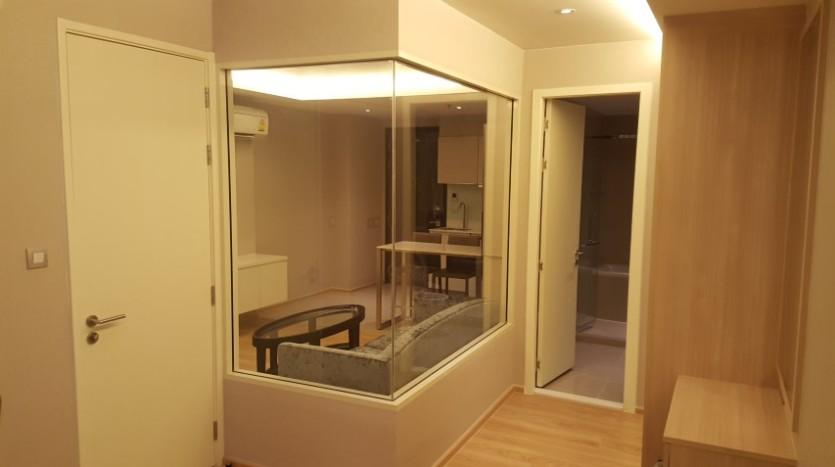 One bedroom condo for rent in Phrom Phong - Bedroom hallway