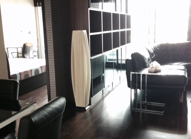 Two bedroom condo for rent in Thong Lo - Living Area