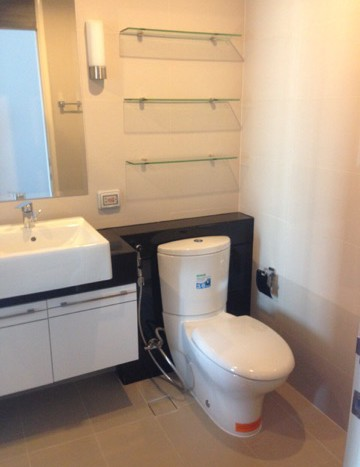 One bedroom condo for rent on Petchaburi Road - WC