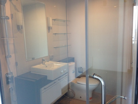 One bedroom condo for rent on Petchaburi Road - Bathroom