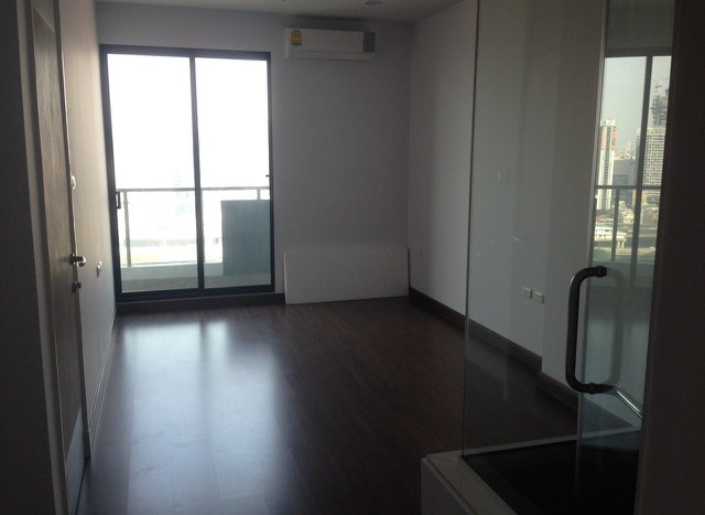 One bedroom condo for rent on Petchaburi Road - Bedroom