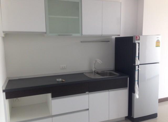 One bedroom condo for rent on Petchaburi Road - Kitchen