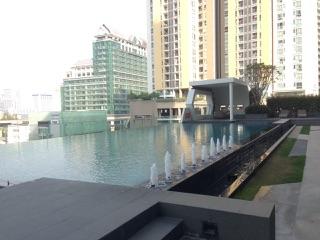 One bedroom condo for rent on Petchaburi Road - Swimming pool