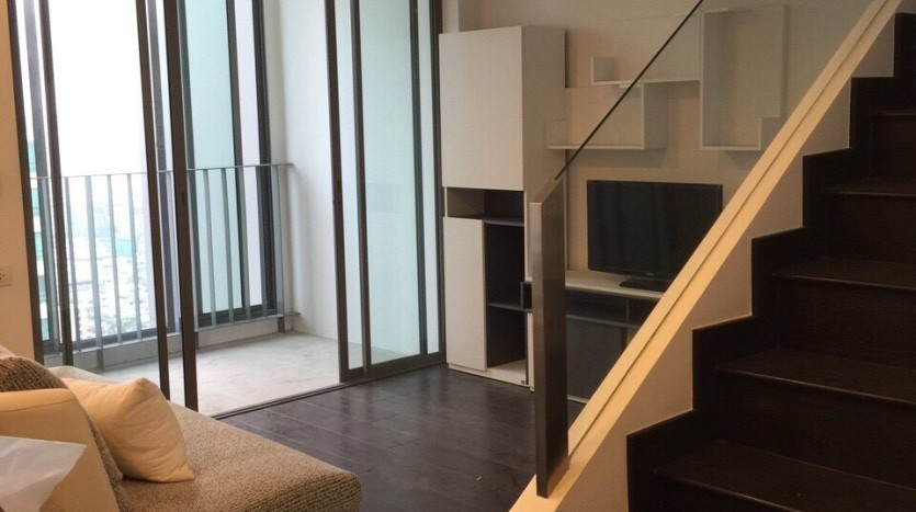 One bedroom duplex condo for rent in PhayaThai - Stairs