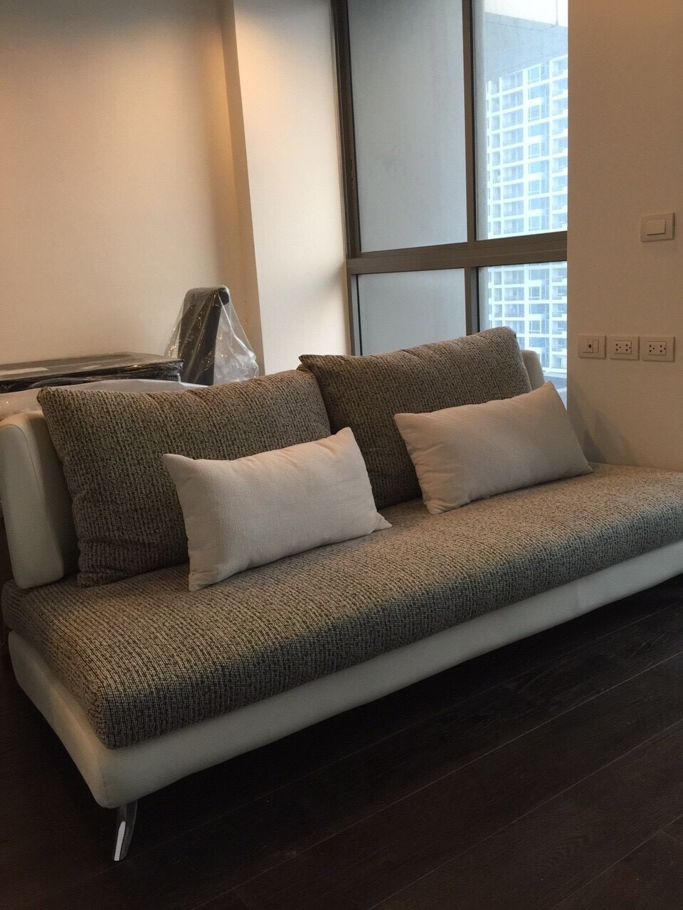One bed two bath duplex available for rent in phaya thai for Duplex bed