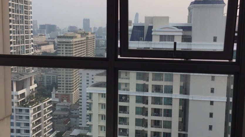 One bedroom duplex condo for rent in PhayaThai - Downstairs view