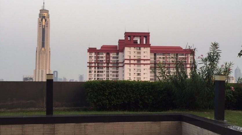 One bedroom duplex condo for rent in PhayaThai - Communal terrace