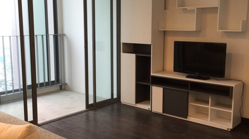 One bedroom duplex condo for rent in PhayaThai - Living room