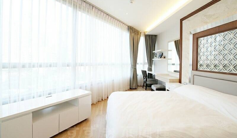 Two bedroom condo for rent Phrom Phong - Master Bedroom