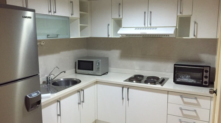 Two bed condo for rent in Thong Lor - Kitchen