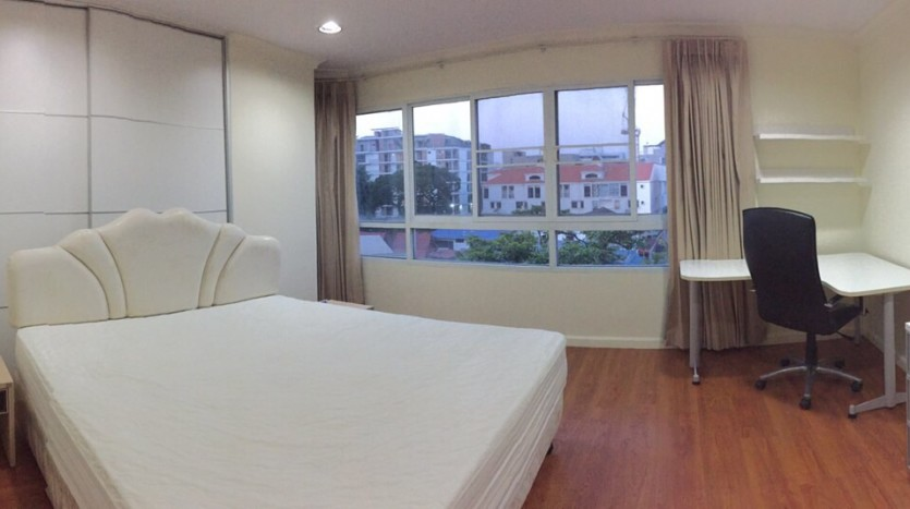 Two bed condo for rent in Thong Lor - Master bedrrom