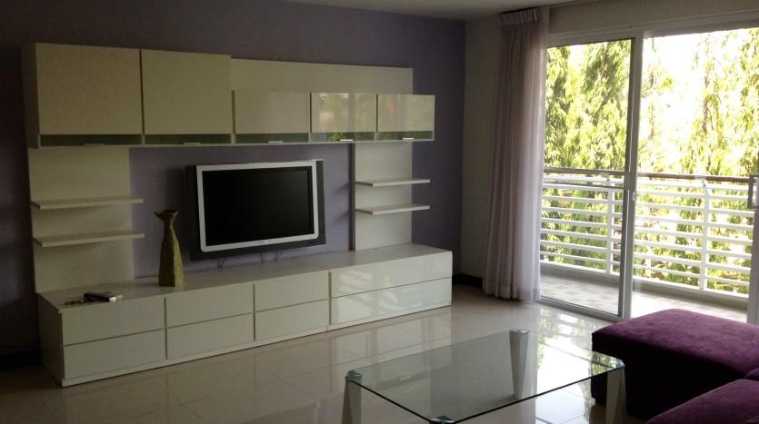 Three bedroom condo for rent in Ekkamai - Living room