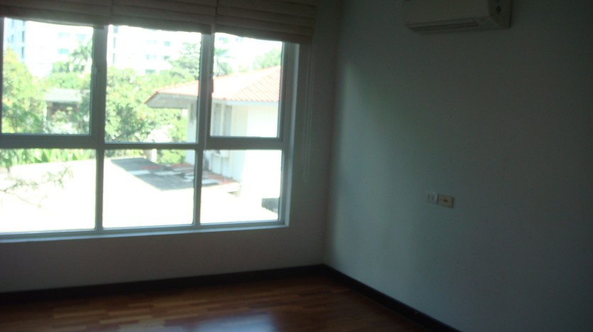 Three bedroom condo for rent in Ekkamai - Third bedroom