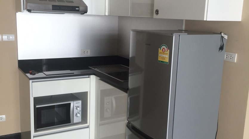 Two bedroom condo for rent in Asoke - Kitchen