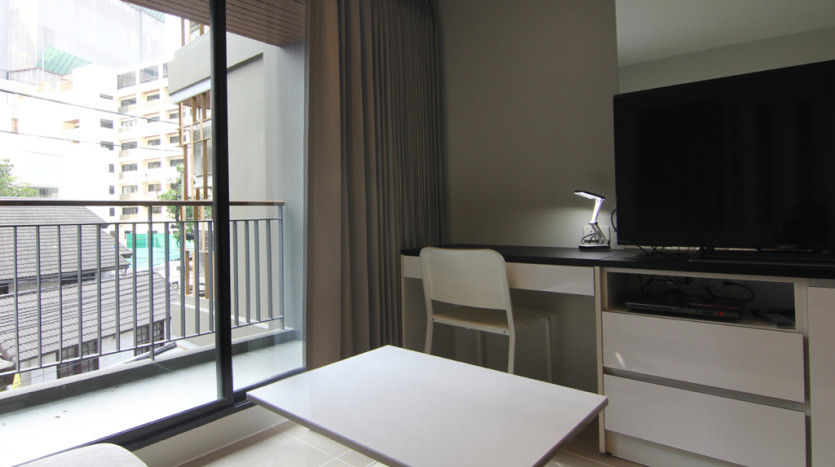One bedroom condo for rent in Asoke - Balcony