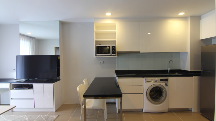 One bedroom condo for rent in Asoke - Kitchen